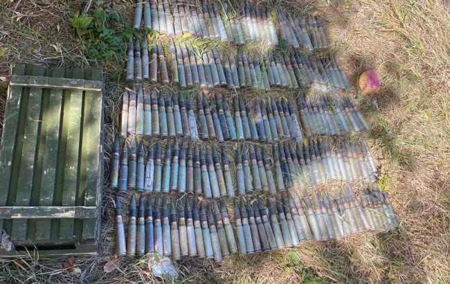Вибухівка тапротитанкові міни. СБУ на Донбасі виявила три схрони бойовиків