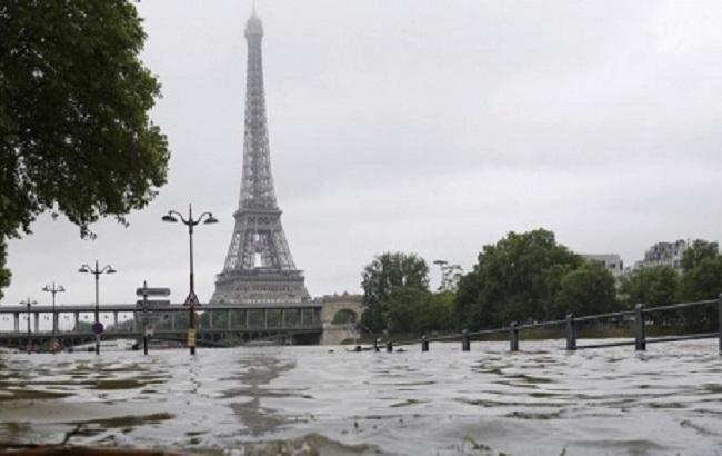 Фото: повінь у Парижі