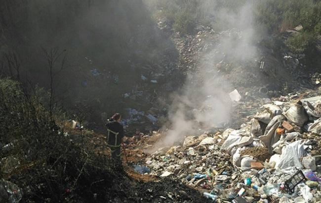 Фото: пожежа на стихійному сміттєзвалищі