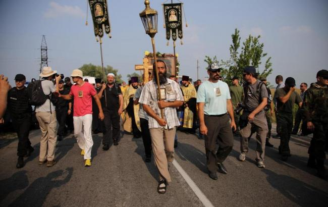 Фото: паломники продовжать пішу хресну ходу на Київ