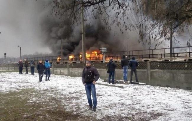ВКиеве полыхает рынок рядом сметро «Лесная»