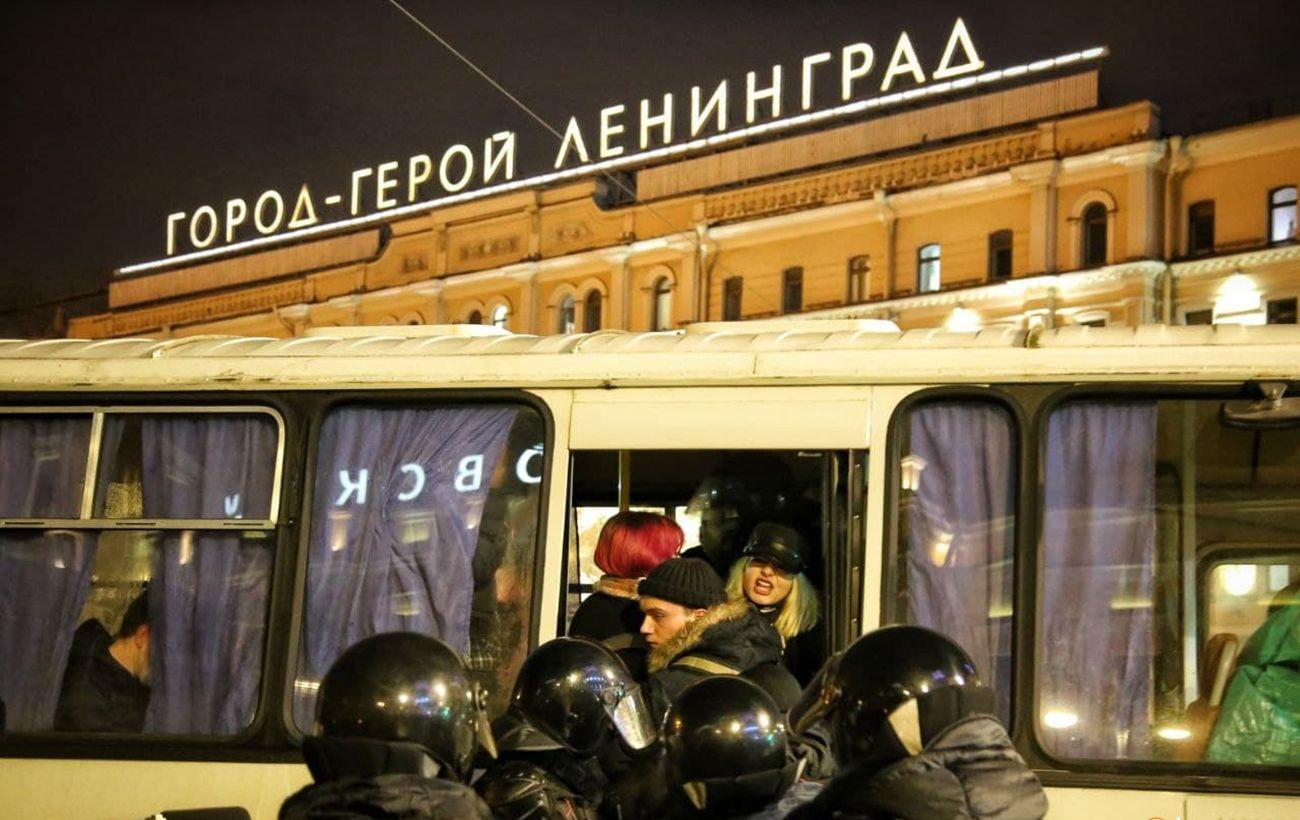 В России на протестах за Навального задержали почти 3,3 тысячи участников