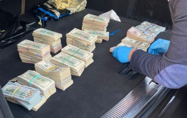 На Волынской таможне выявили коррупционную схему: у начальника поста нашли 700 тыс. долларов