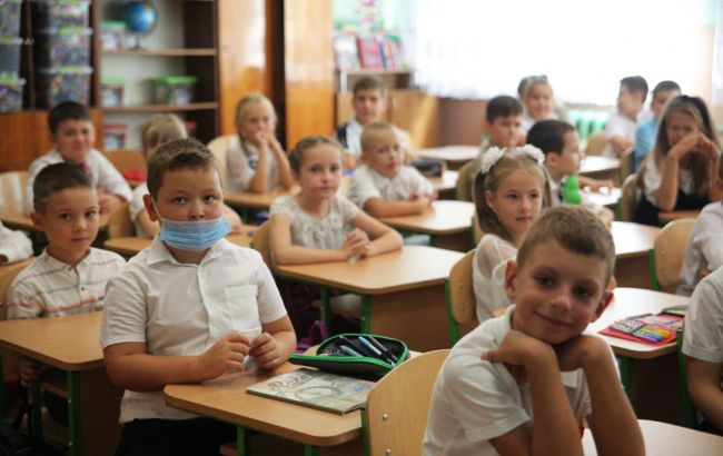 Школи в двох областях повністю відкрилися для учнів