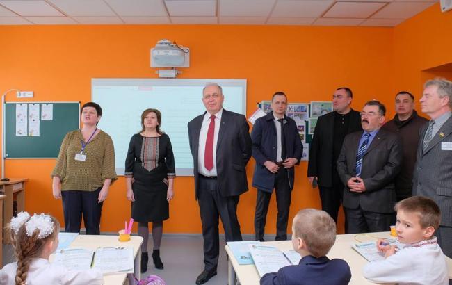 Голик показал образцовую школу в Днепропетровской области