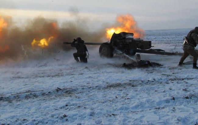 В Донецке периодически слышны взрывы и залпы, - сайт мэрии
