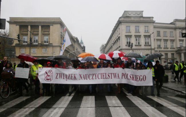 Фото: протест педагогів у Варшаві