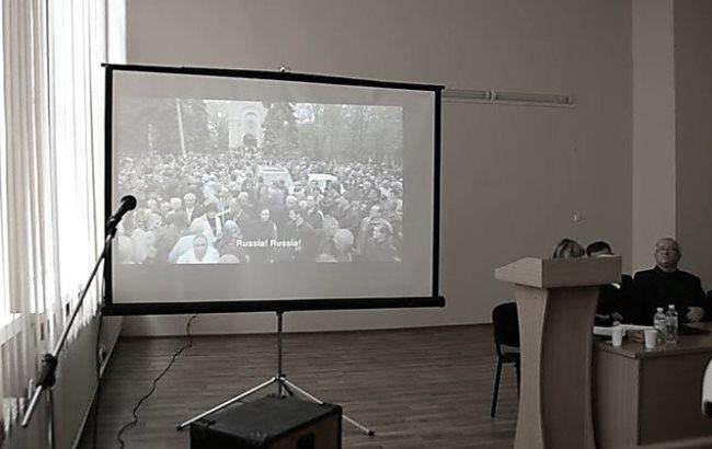 """Фото: Миколаївські студенти бойкотували фільм """"Ті, що прийшли до влади"""" (news.pn)"""