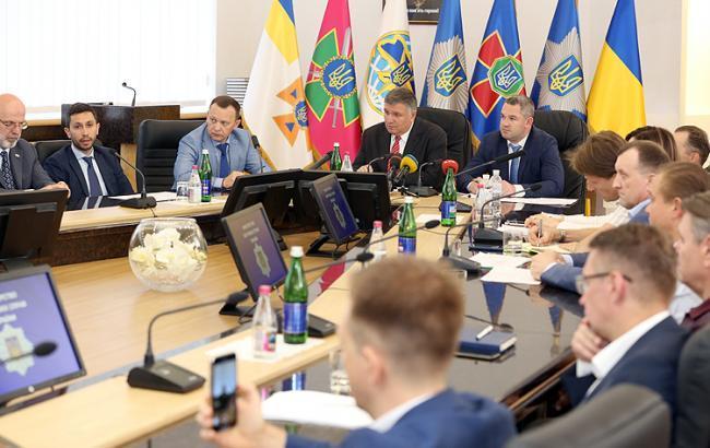 Фото: Арсен Аваков во время заседания относительно контрабанды (http://mvs.gov.ua)