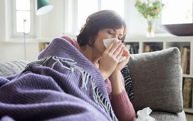 """""""Боротися із застудою треба не тільки ліками"""": дієтолог розповіла, як лікувати хвороби"""