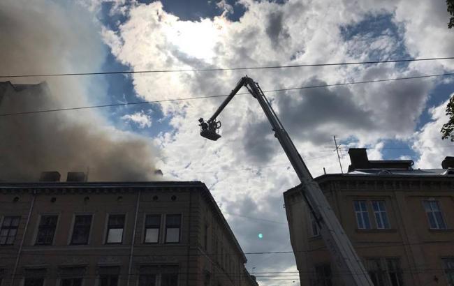 Фото: пожар в доме в центре Львова (facebook.com/MNSLVIV)