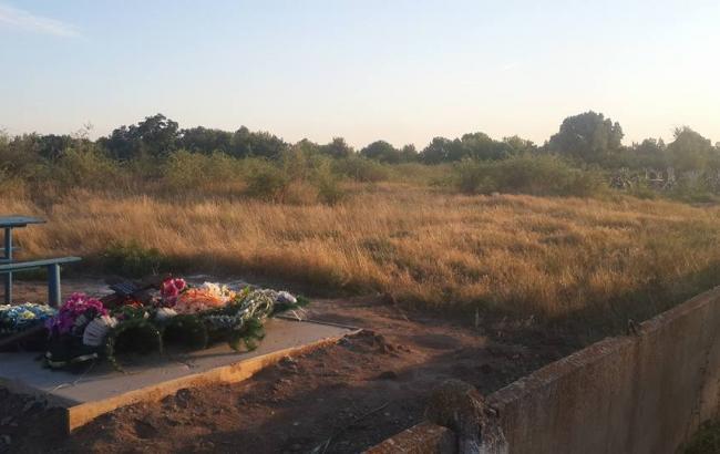Фото: Военного похоронили за пределами кладбища (facebook.com/4udinovi4)
