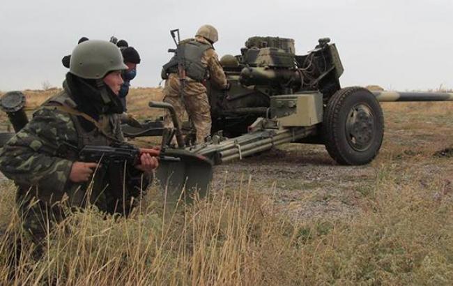 Боевики 15 раз обстреляли позиции сил АТО на Донбассе, - штаб