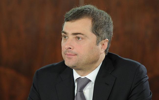Путин оставил Суркова на посту своего помощника