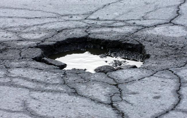 Фото: Яма на дороге (maailmankuvalehti.fi)