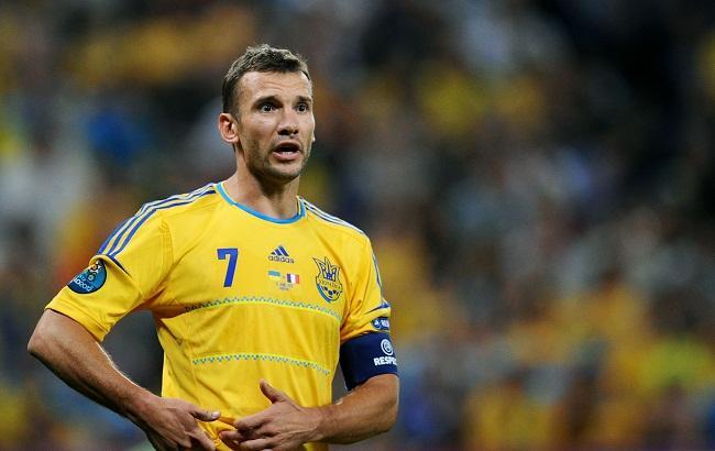 Форвард сборной Украины выставил футболку Шевченко на аукцион