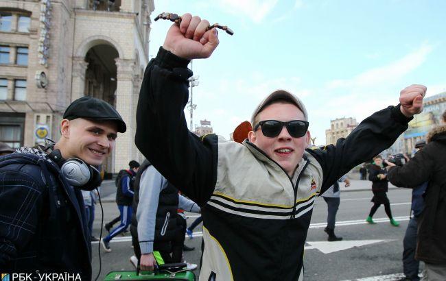 """Где у вас гопники? Американец ищет приключения в """"опасных"""" районах Киева (видео)"""