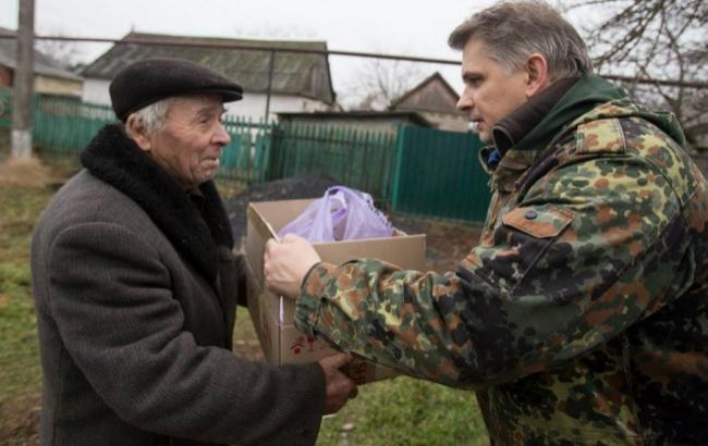 Фото: Больше всего украинцы доверяют волонтерам (inforesist.org)