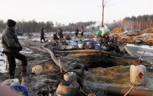 Фото: незаконний видобуток бурштину в Україні