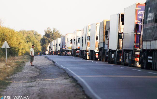 На західних кордонах України застрягли сотні фур