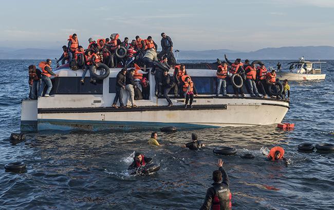 2,5 тысячи беженцев, пересекавших Средиземное море, были спасены вэти выходные