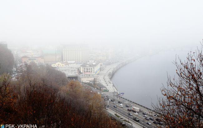 Дощі, тумани, мокрий сніг: синоптик розповіла, коли прийде похолодання