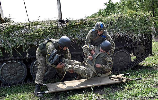 Фото: раненый боец ВСУ (facebook.com/theministryofdefence.ua)