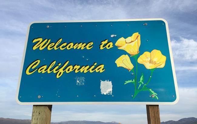 Фото: Табличка на в'їзді в Каліфорнії (jdukelive.com)