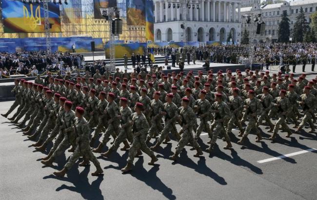 Фото: военный парад ко Дню независимости Украины
