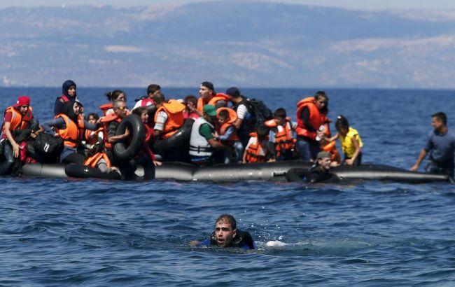 Фото: у човні перебували 133 людини