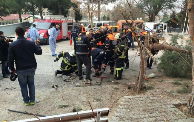 В результаті вибуху біля школи в Туреччині поранені три людини, одна загинула