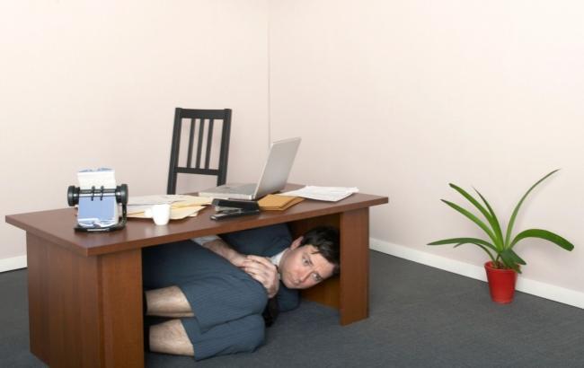 pod-stolam-foto