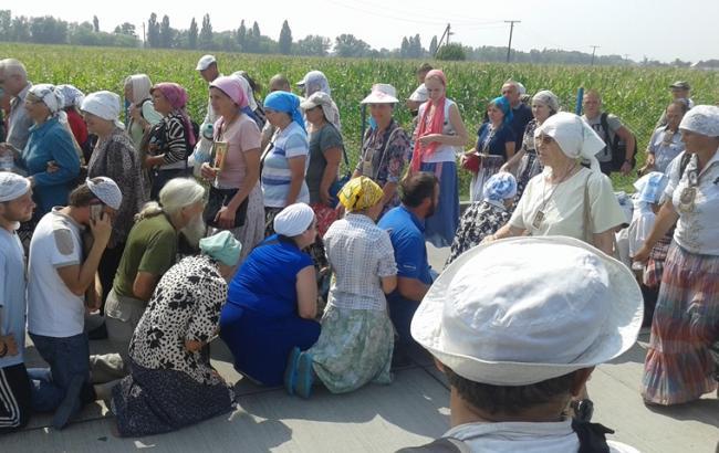 Фото: учасники хресної ходи на Київ прямують до столиці