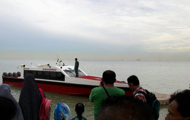Первопричиной крушения судна и смерти неменее 20 человек вИндонезии стал шторм