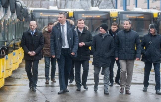 Фото: Кличко осмотрел новые автобусы
