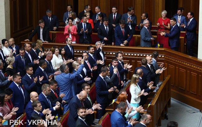 Новоизбранные депутаты будут работать в Раде три недели подряд
