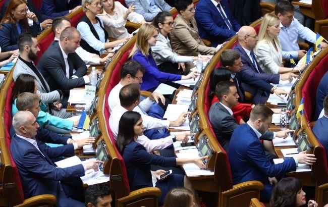 В Радеотложили рассмотрение закона об отсрочке перехода на обучение на украинском