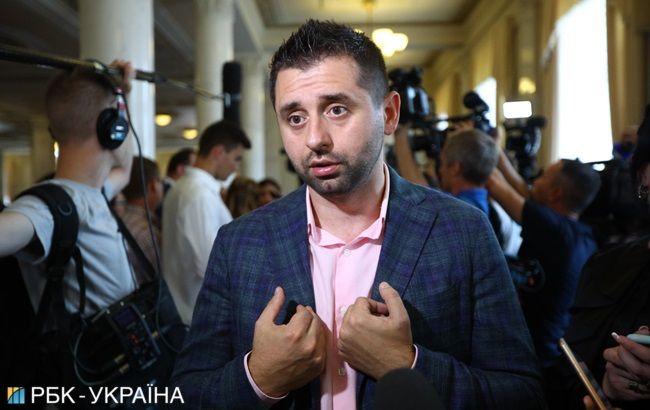 """Во фракции """"Слуга народа"""" нет голосов за отставку правительства, - Арахамия"""