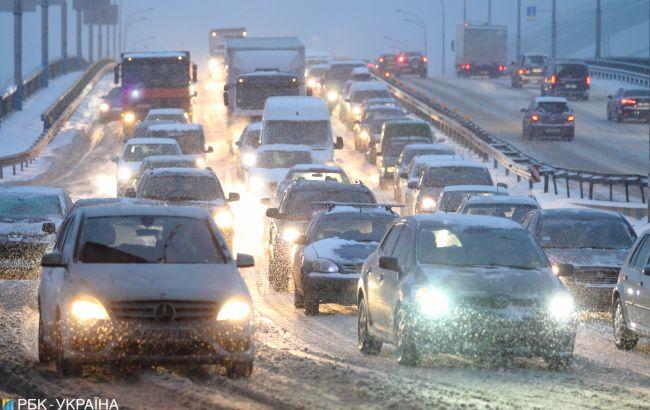 Украинцев предупредили о гололеде на дорогах