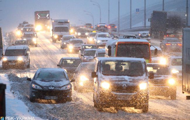 Київ через перший сніг скували затори: карта