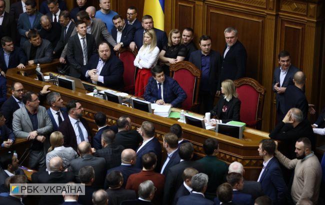 Нардепи заблокували трибуну Верховної ради