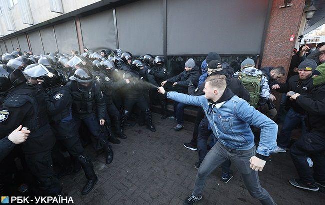 Під Радою сталися сутички протестувальників з поліцією