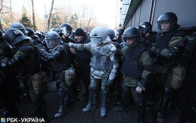 Під Радою поліція знесла намети протестувальників