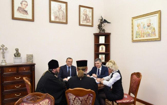 Пристайко и Епифаний обсудили притеснения верующих Крыма и ОРДЛО