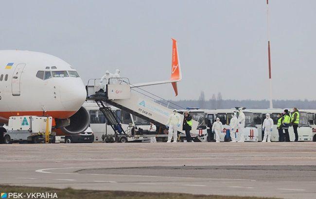 Евакуйовані з Уханя українці зійшли з літака