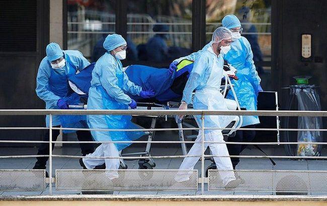 У лікарнях Франції збільшилося число хворих з COVID-19