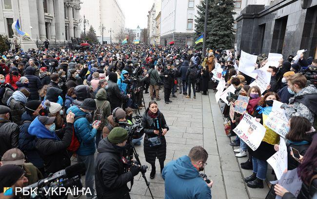 Под Офисом президента массовый протест в поддержку Стерненко