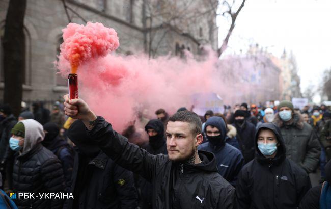 Протесты в Киеве: колонна с файерами идет к Офису генпрокурора