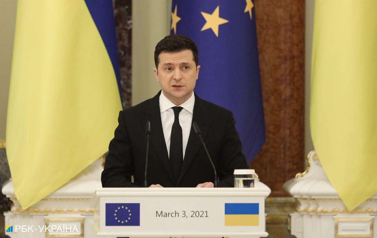 Зеленский о Крыме: нужны более действенные международные шаги и санкции
