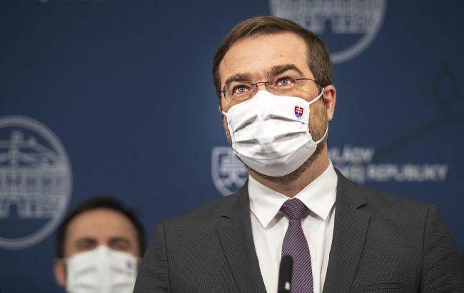 В Словакии глава Минздрава ушел в отставку из-за скандала с российской COVID-вакциной